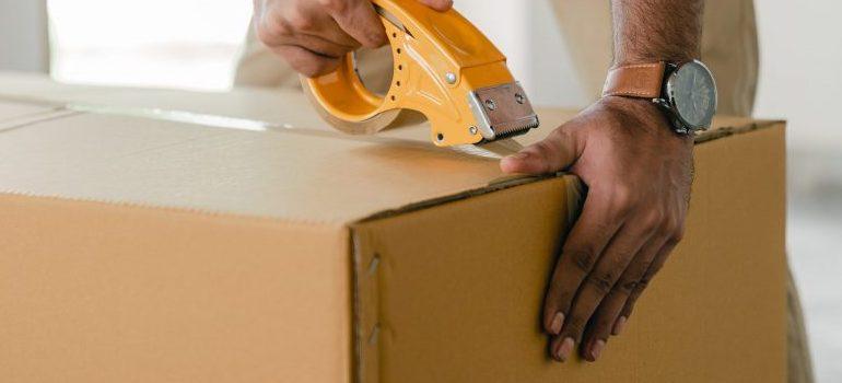 male sealing moving box