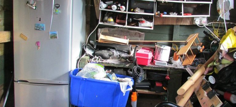 clutter-mess-untidy-garden-shed